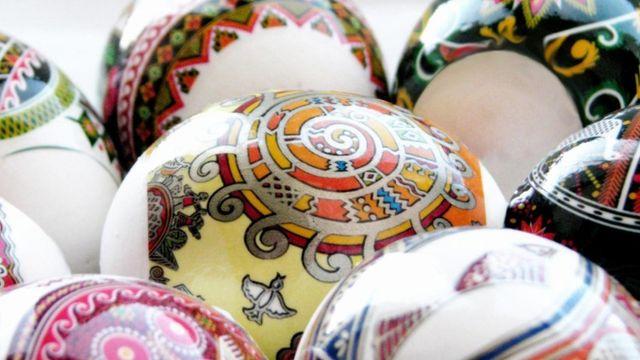 10 оригинальных способов украсить пасхальные яйца