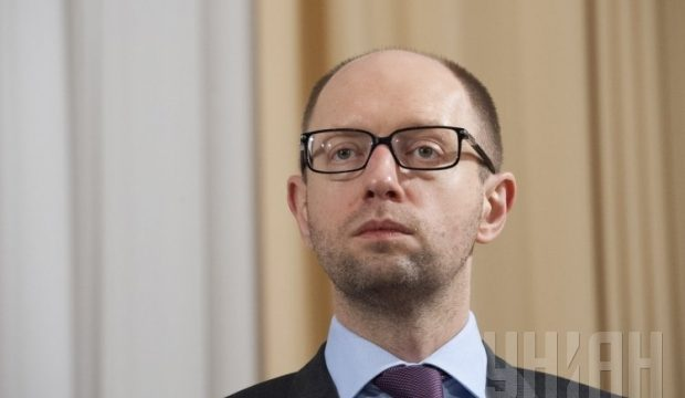 Яценюк инкогнито улетел в Москву и сдал Порошенко