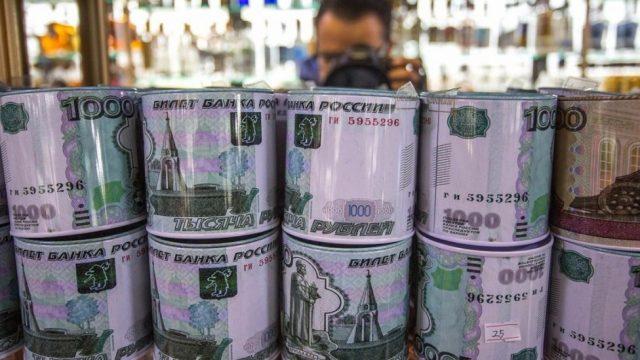 В Сеть выложили фото «шоколадных российских рублей» от Roshen