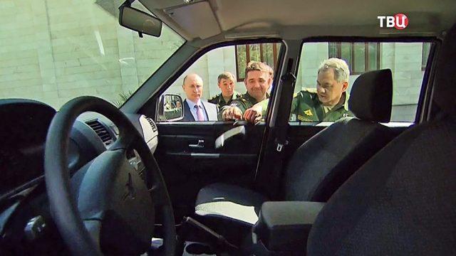 Песков рассказал о судьбе оторванной при Путине ручки «Патриота»