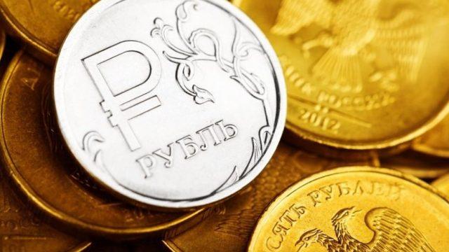 Российская валюта готовится к заседанию ЦБ РФ.
