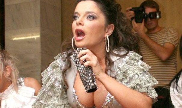 Наташа Королева удивила поклонников, придя в ресторан без юбки
