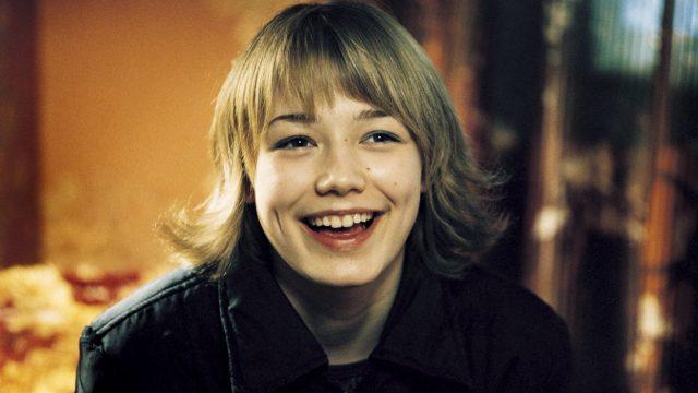 Актриса Оксана Акиньшина была выпущена из школы со справкой о неуспеваемости