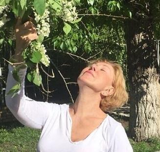 Любовь Успенская шокировала поклонников, запечатлев себя без бюстгальтера