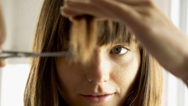 Как подровнять кончики волос самостоятельно?