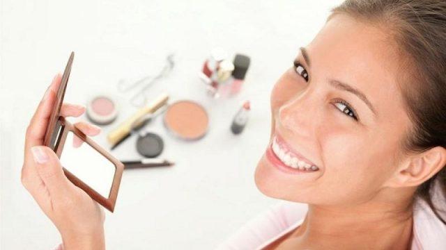 12 способов выглядеть моложе с помощью правильного макияжа