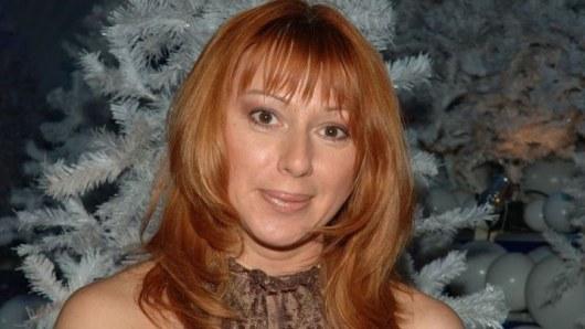 52-летняя Алена Апина считает, что у нее нет возраста, чем и объясняет свои смелые фото