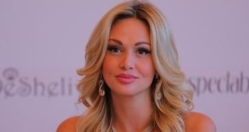 СМИ: 34-летняя Лопырева показала смелое фото из бассейна